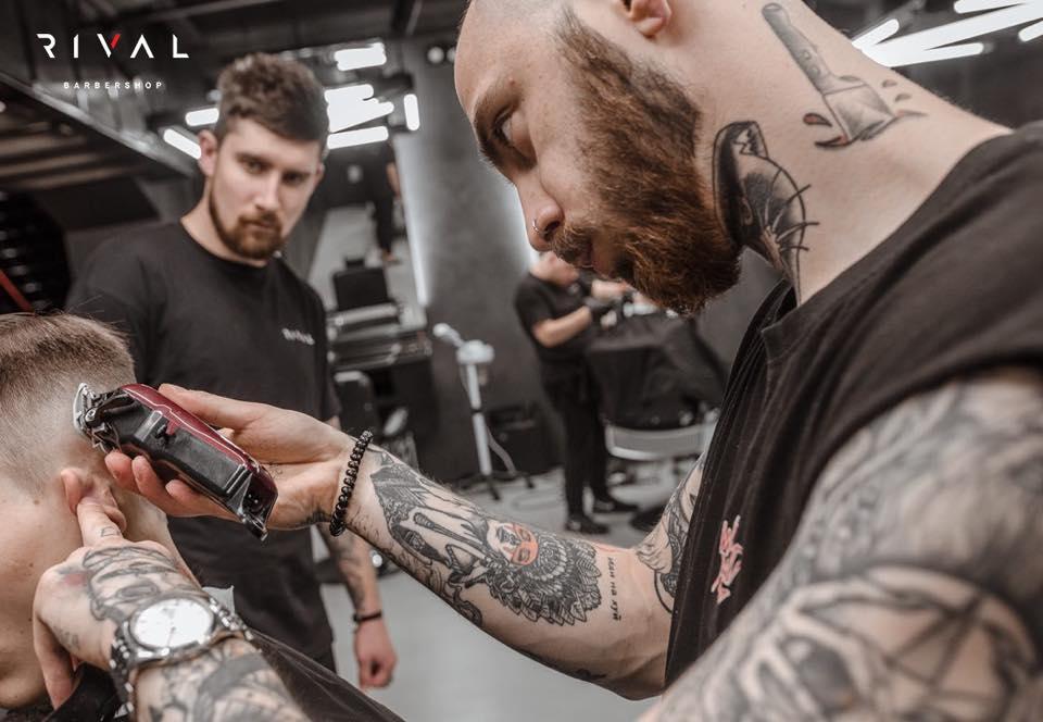 Particolare di sfumatura di un taglio moderno dei Rival Barbershop